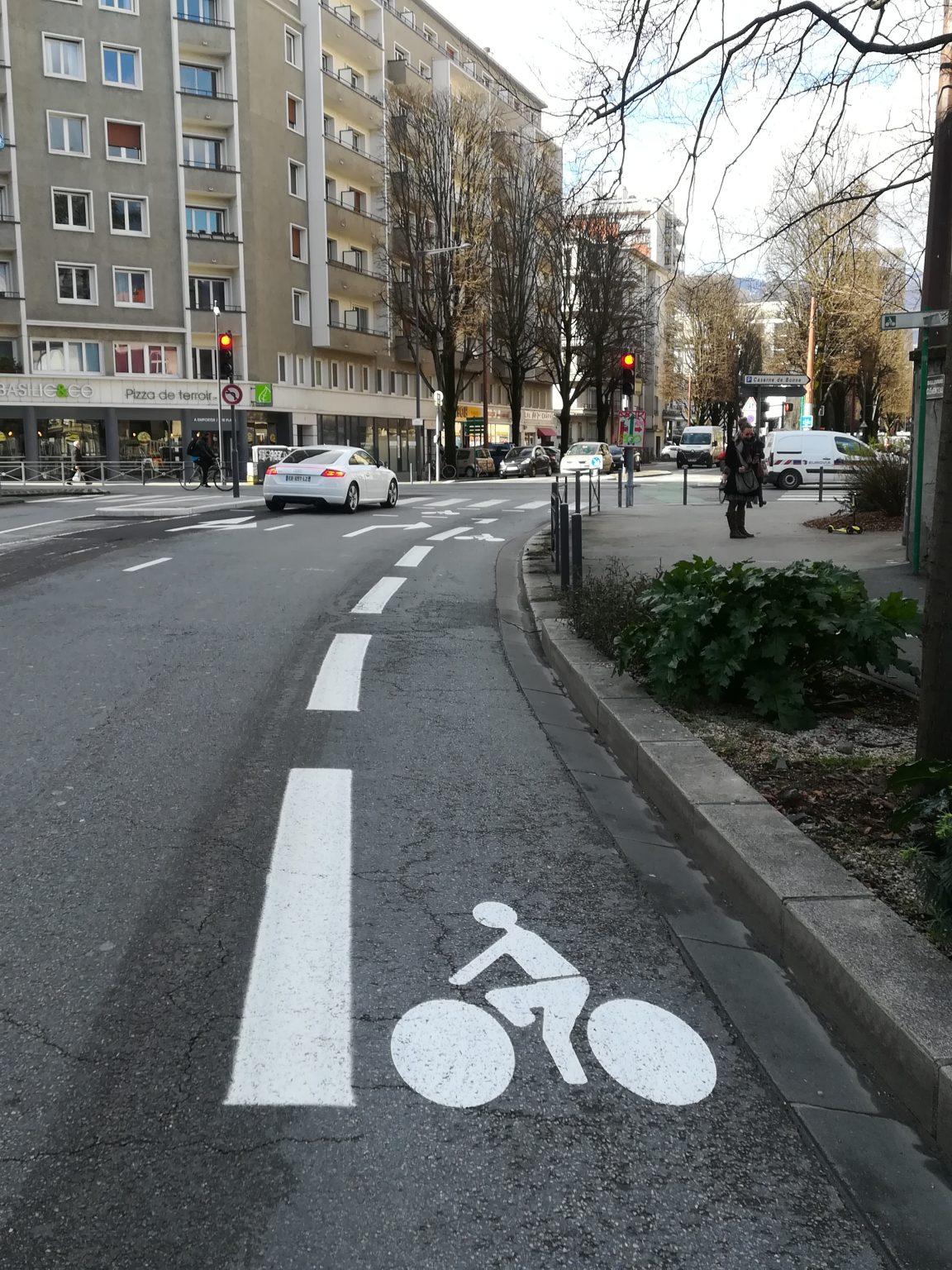 Un Debut De Piste Cyclable Sur Le Boulevard Clemenceau Uhqeb Grenoble